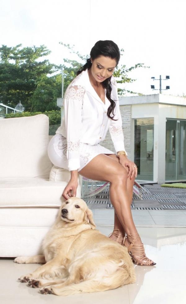 Gracyanne muda a alimentação para engravidar de Belo em 2014