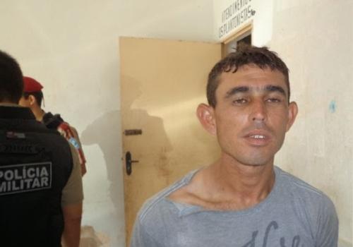 Homem rouba dois celulares e revoltado defeca em viatura policial