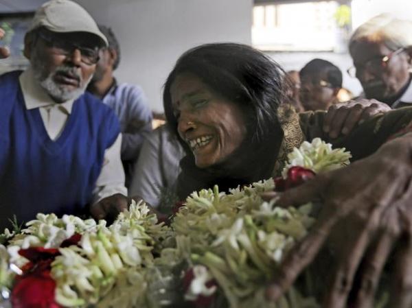 Polícia acusa dois pela morte de jovem queimada após denunciar estupros