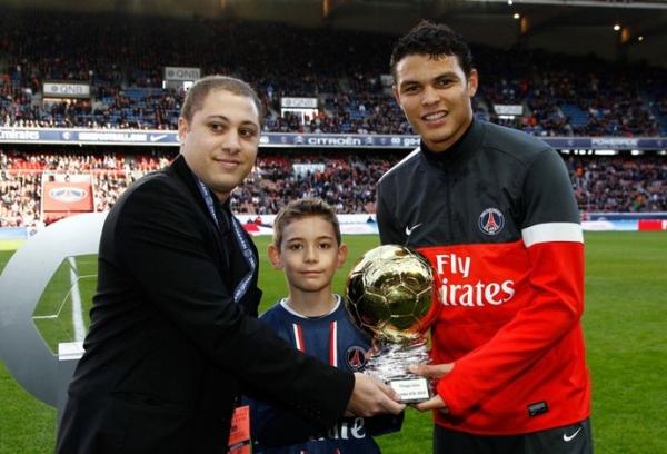 Thiago Silva é eleito melhor brasileiro da Europa pela terceira vez seguida