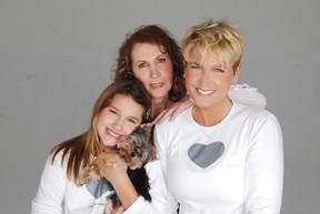 Mãe de Xuxa tem princípio de pneumonia e faz tratamento em casa