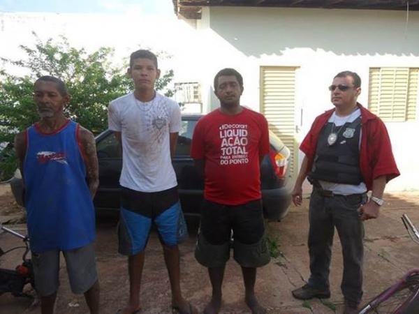 Operação de combate ao tráfico de drogas culminou na prisão de 3 pessoas e 4 motos