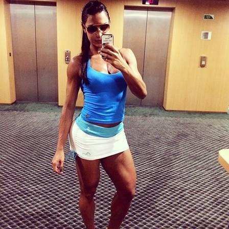 Na expectativa de engravidar, Gracyanne Barbosa muda alimentação e fica mais feminina: ?Espero ganhar um barrigão lindo?