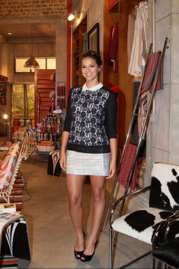 Bruna Marquezine evita falar sobre Neymar em coletiva de novela