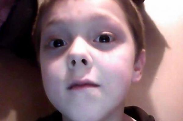 Menino de 8 anos morre depois de salvar seis parentes em incêndio