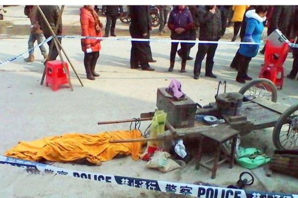 Menino de 7 anos tenta comprar pipoca e morre depois que máquina explodiu em seu rosto