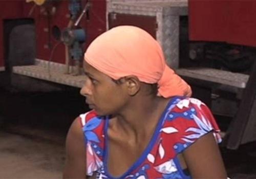 Por ci伹e, marido acorrenta mulher gr疱ida em casa; ela conseguiu fugir, mas ficou perdida por 10h