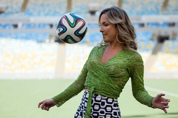 Claudia Leitte, Jennifer Lopez e Pitbull cantarão juntos música tema da Copa