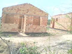 Vereador denuncia morosidade na execução de projeto de casas em Caraúbas