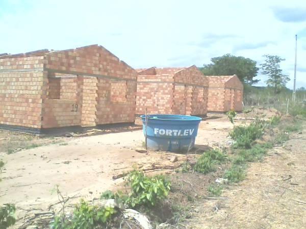 Vereador denuncia morosidade na execução de projeto de casas em Caraúbas - Imagem 2