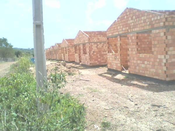 Vereador denuncia morosidade na execução de projeto de casas em Caraúbas - Imagem 1