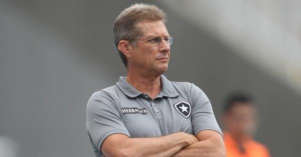 Oswaldo não esquece o Botafogo. Diretoria está irritada com treinador