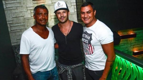 Romário intimida e transexual Thalita Zampirolli evita encontrar com ele em evento