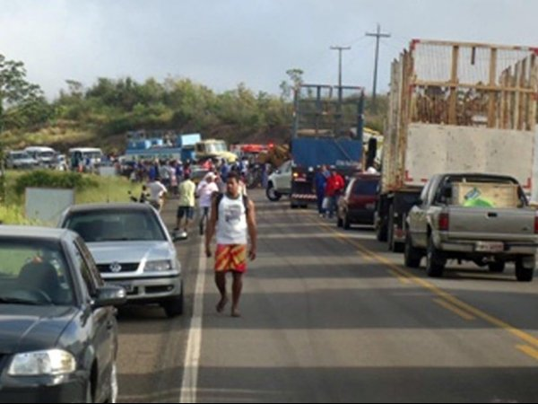 Acidente com ibus, carreta e trator deixa pelo menos 14 mortos, diz PRF