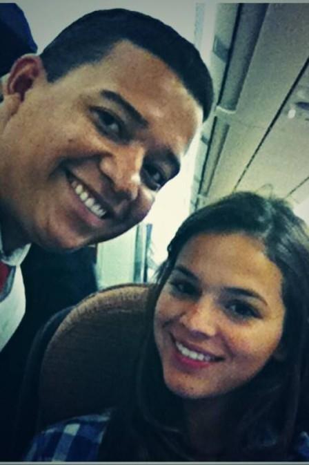 Bruna Marquezine vai ao encontro de Neymar em Barcelona; fã registra atriz dentro do avião