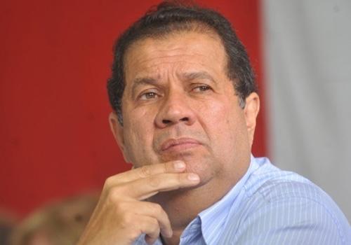 Ex-ministro do Trabalho Carlos Lupi processa empresária que o denunciou