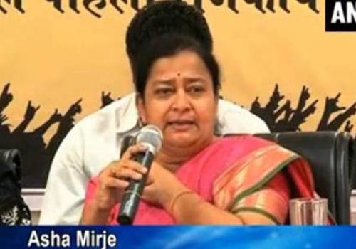 Política e atvista indiana insinua que mulheres atraiam homens ao estupro