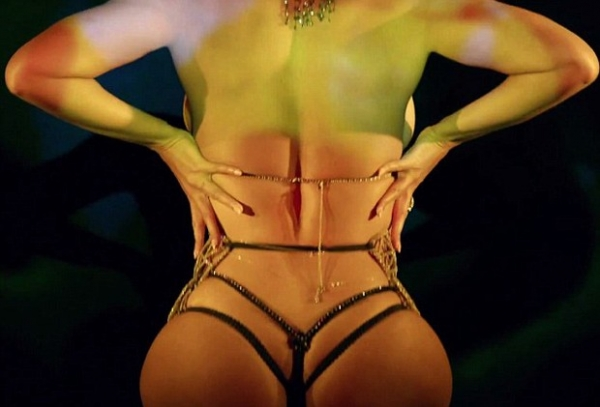 Com menos 30kg, Beyoncé diz por que tirou a roupa nos novos clipes