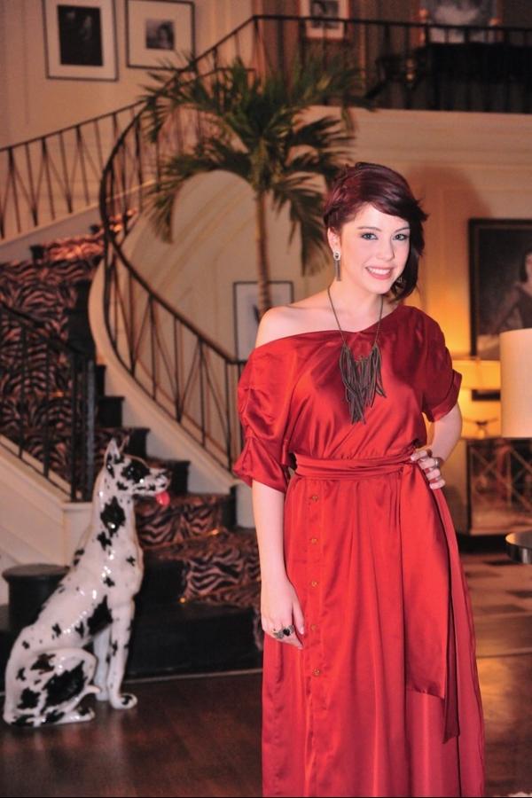 Dona de cabelos desejados, Bia Arantes dá dicas de produtos