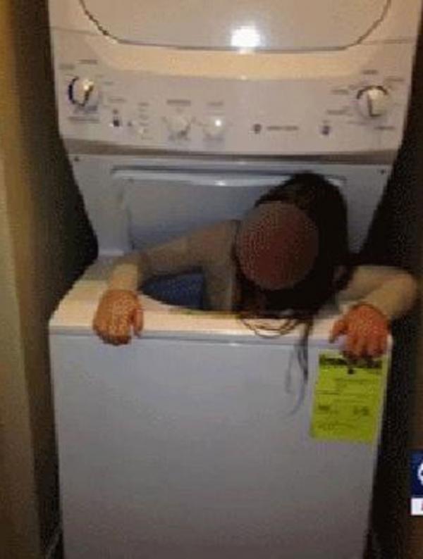 Garota é salva nos EUA após ficar entalada em máquina de lavar roupa