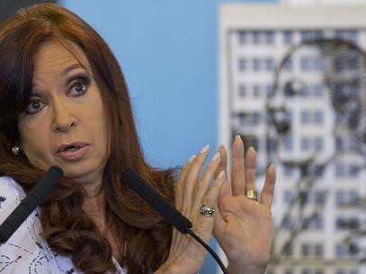 Após viagem, Cristina Kirchner é hospitalizada com bursite no quadril