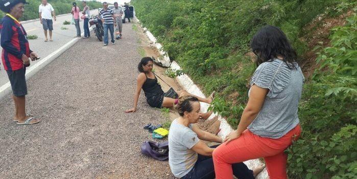 Professora fronteirense sofre acidente ao desviar de um animal na BR 230