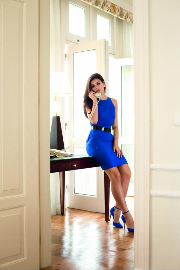 Bruna Marquezine posa para revista em clima do filme