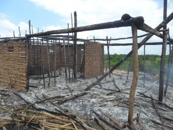 Casebre utilizado para venda de droga é incendiada