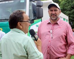 Prefeito Zé Neci recebe caminhão pipa em solenidade na APPM