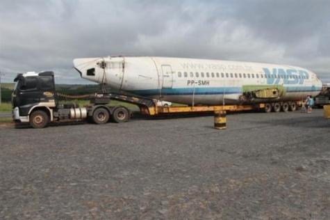 Carreta apreendida por transportar avião será levada ao Sudoeste do PR