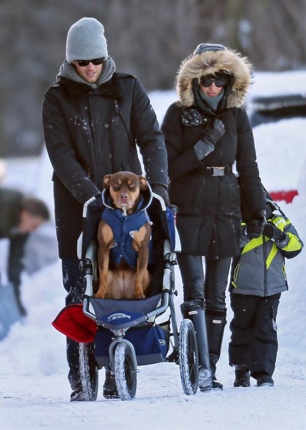Gisele se protege do frio nos EUA em cena curiosa com marido, filho e... veja