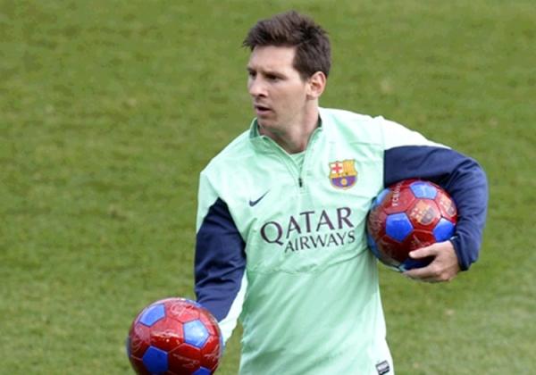 Messi marca três gols em treino, mas não jogará a estreia do Barça em 2014