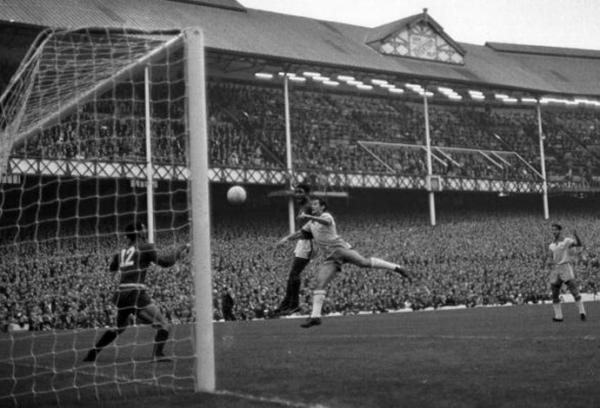 Aos 71 anos, morre Eusébio, o maior nome da história do futebol português
