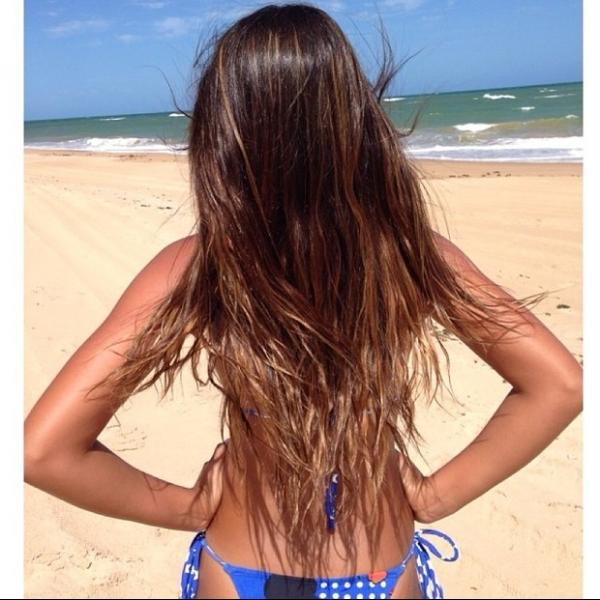 Carla Perez posta foto da filha de biquíni e menina recebe elogios
