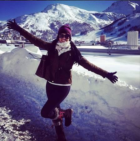 Ex-BBB Ariadna comete gafe sobre a neve ao visitar a Itália