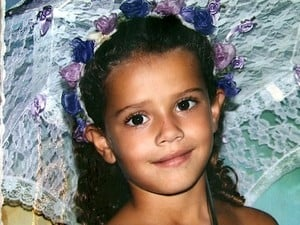 Menina assassinada com facada no peito é enterrada