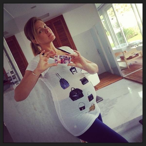 Sem maquiagem, Ana Hickmann exibe barriga de 7 meses com look justinho