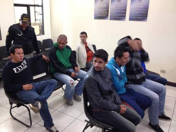 Brasileiros acusados de agressão a jogador se entregam à polícia da Guatemala
