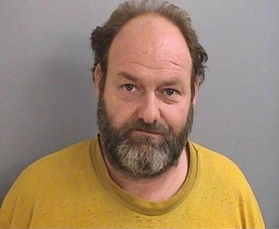 Homem ameaçou matar sua irmã lésbica se ela fizer sua filha virar gay