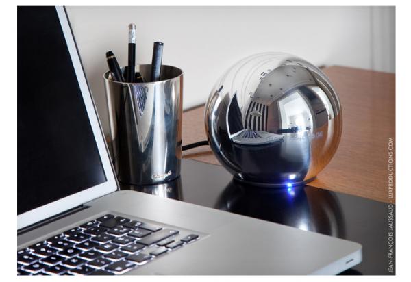 LaCie apresenta HD externo de 1 TB com forma de esfera espelhada na CES