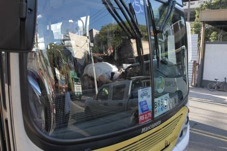 Motorista de ônibus é assassinado a tiros na frente de passageiros