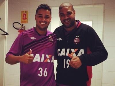 Atlético-PR pede documentação, e Adriano pode jogar Libertadores