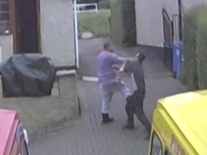 Família flagrada em vídeo é condenada por escravizar e espancar homem