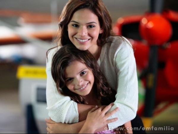 Com o apoio da irmã Bruna, Luana Marquezine estreia em novela de Maneco