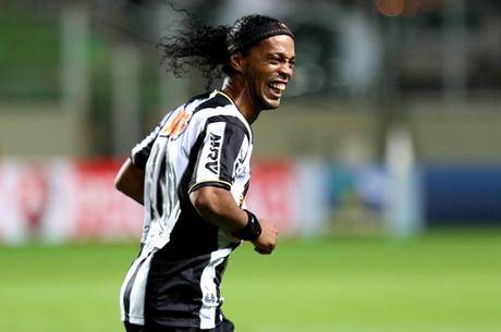 Ronaldinho encerra novela e renova com o Atlético-MG
