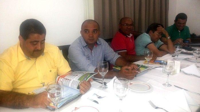 Prefeitos da Ampar realizam reunião em Teresina e debatem sobre eleição para novo presidente - Imagem 6