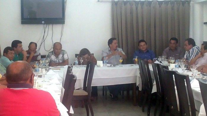 Prefeitos da Ampar realizam reunião em Teresina e debatem sobre eleição para novo presidente - Imagem 1