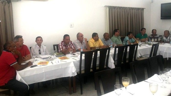 Prefeitos da Ampar realizam reunião em Teresina e debatem sobre eleição para novo presidente - Imagem 3