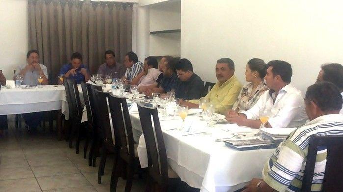 Prefeitos da Ampar realizam reunião em Teresina e debatem sobre eleição para novo presidente - Imagem 2