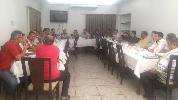 Prefeitos da Ampar realizam reunião em Teresina e debatem sobre eleição para novo presidente - Imagem 7